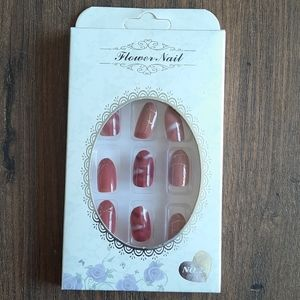 Classy Gold and deep pink press in nails